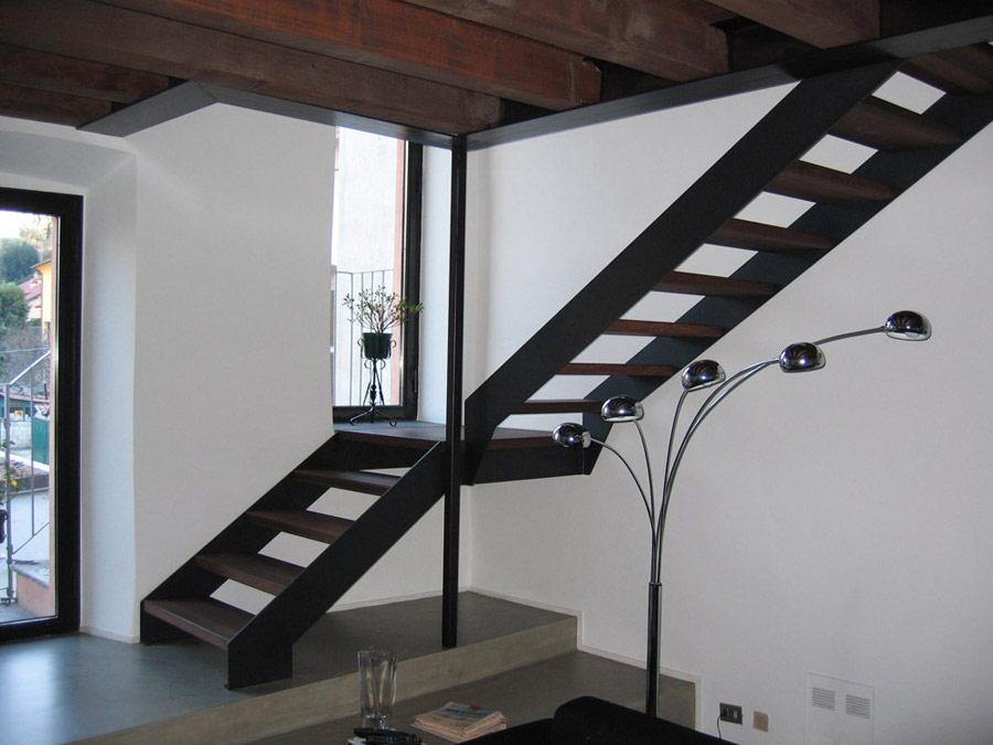 Future realizzazioni carpenteria metallica civile for Scala interna in legno